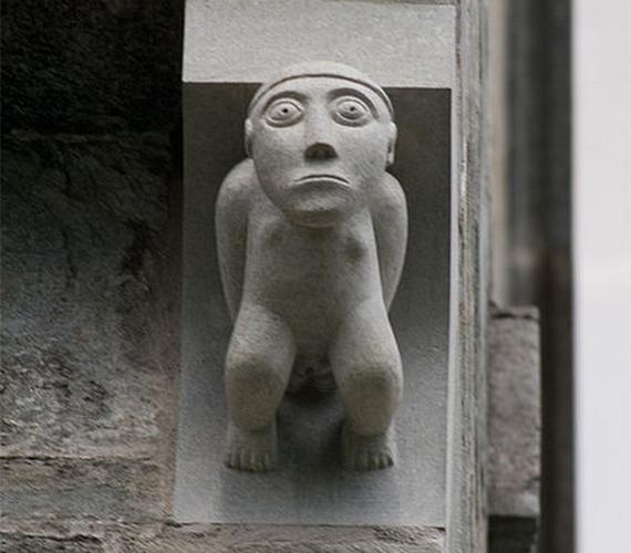 A norvégiai Archbishop's Palace Museum falán egy román stílusú darab modern rekonstrukciója helyezkedik el.