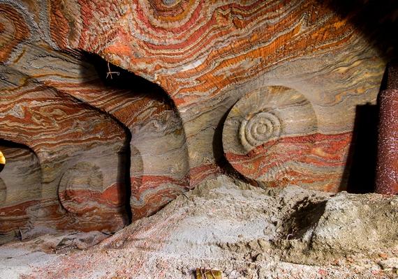 A sóbánya falain érdekes, csigaszerű minták alakultak ki.