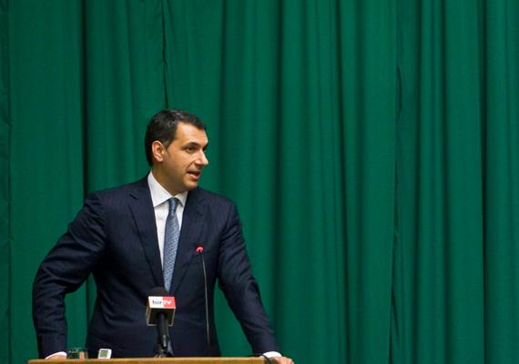 A Miniszterelnökséget vezető, fideszes Lázár János egyszer sem kért szót a parlamentben idén, de a gyanú szerint a feleségét bántalmazó, a Fidesz-frakcióból kizárt Balogh József is néma maradt.