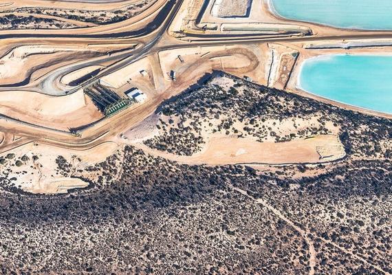 Bár a sómező valójában igazi ipartelep, a térség adottságai miatt teljesen más a hangulata, mint egy megszokott termelői környezetnek.