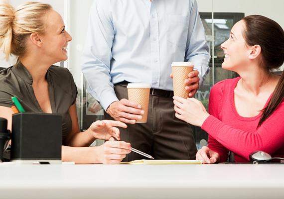 Az útba eső kávézó helyett kávézz a munkahelyeden! Hetente akár 1000 forintot is megspórolhatsz, ami egy hónapban már 4000 forint megtakarítást jelent.