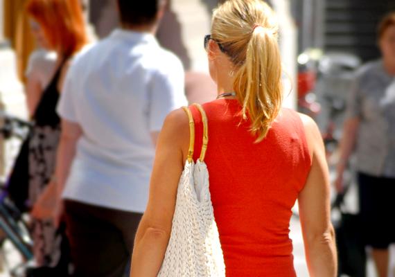 Ha megteheted, autó, taxi vagy tömegközlekedés helyett inkább sétálj be a munkahelyedre. Így még a vádlid és a feneked is formásabb lesz!