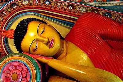 Anurádhápura, Szent város: tökéletesen kimunkált Buddha.