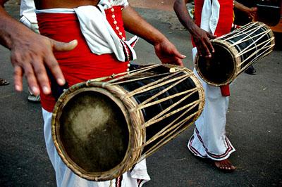 Ünnepi felvonulás Srí Lankán.