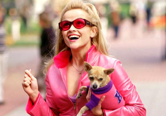 Szőkék, figyelem! Reese Witherspoon 2001-ben bebizonyította, hogy nem kell hinni a sztereotípiáknak, mert világos haj alatt is gyakran rejtőzik okos buksi. ADoktor Szöszi6,1 pontot kapott az IMDb-n, ami nem is rossz eredmény.