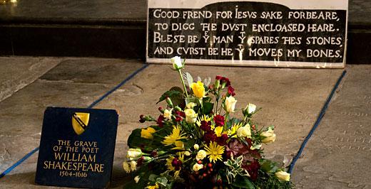 Shakespeare sírja és rajta a titokzatos felirat.