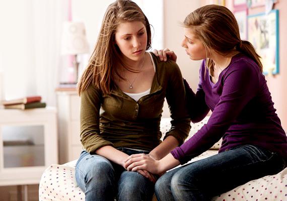 Szandi: - Ki kell beszélned magadból az érzéseidet. Jó, ha van egy barátnőd, aki meghallgat, és még tanácsot is ad. Vele elmehetsz bulizni is, és fontos, hogy a lehető legkevesebbet legyél egyedül.