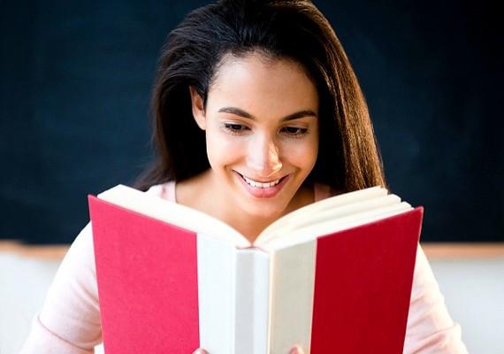 Noémi: - Én olvasni szoktam, és ez rengeteget segít. Ha beletemetkezem egy könyvbe, arra az időre teljesen elfelejtem, hogy mi a helyzet velem éppen, és nem tudom abbahagyni az olvasást, szinte függővé válok.