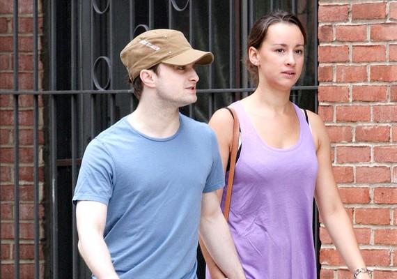 Daniel Radcliffe és Rosie Coker útjai októberben váltak el, valószínűleg azért, mert a színész új barátnőt talált magának.