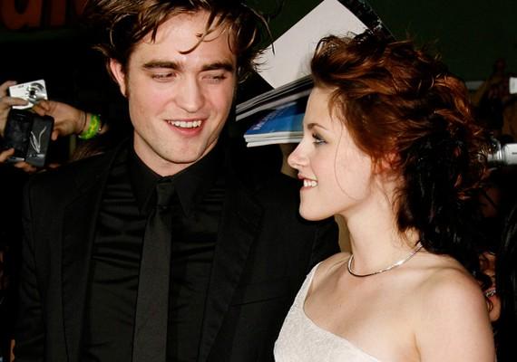 Az Alkonyat sztárjai, Robert Pattinson és Kristen Stewart júliusban mentek szét a lány hűtlensége miatt. A színész hónapokkal később megbocsátott, és kibékültek.