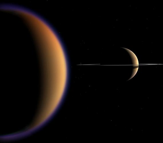 A Szaturnusznak jelenleg 62 holdja ismert, ezek közül a Titán a legnagyobb.