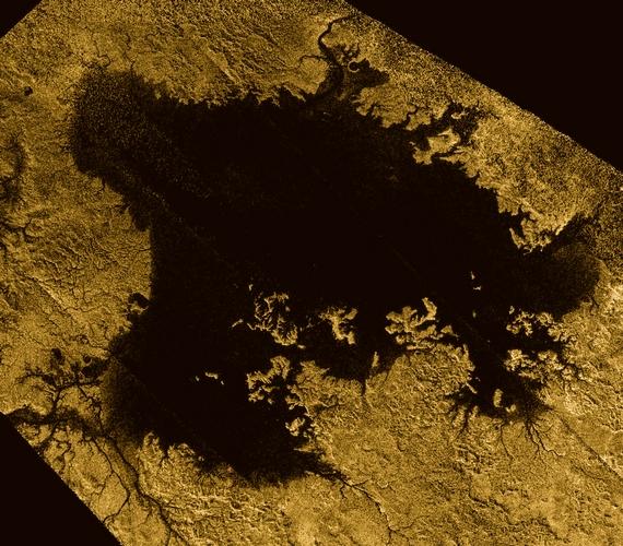 Az egyik verzió szerint ez csak egy fantomsziget, amelyet a hullámok fodrozódása hozott létre. Egy másik álláspont szerint a tenger fenekéről előtörő gázbuborékokról van szó, de olyan elmélet is létezik, hogy a tenger hordaléka csoportosult ebben a pontban.