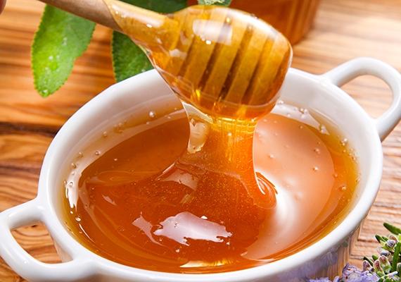 A különböző cukrokban gazdag méz rendszeres fogyasztása világosító hatással lehet az íriszedre. Fontos, hogy biomézet fogyassz, mert a mesterséges anyagokat tartalmazó változat nem biztos, hogy működik.