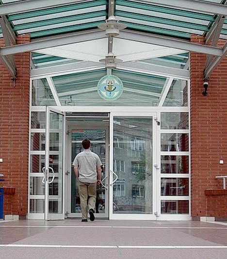Idén áprilisban adták át2011 áprilisában hivatalosan is átadták a Szent Imre Kórház felújított egységeit és új szárnyát. A beruházás három évig tartott.