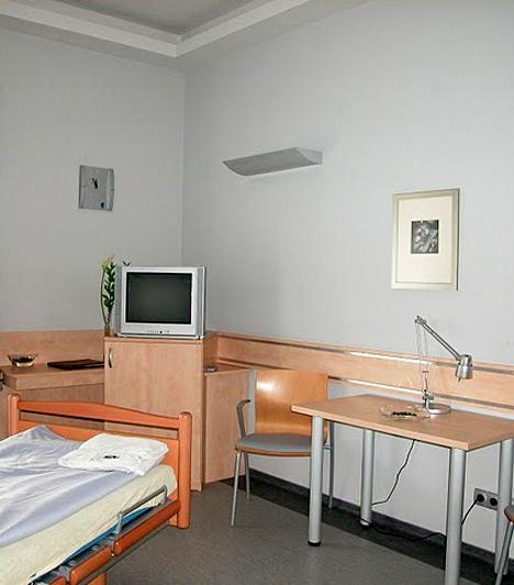 Akadálymentes szobaA projekt keretében a fejlesztett területek komplex akadálymentesítése is megvalósult.