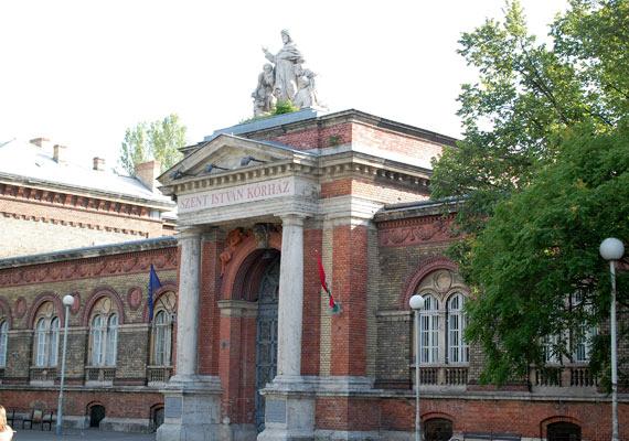 A Szent István kórház főbejárata a Nagyvárad téren.