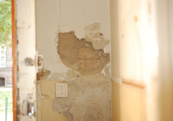 A kórházban a folyosó világítását érdemes óvatosan felkapcsolni. A betegek feltehetően nem is próbálkoznak vele.