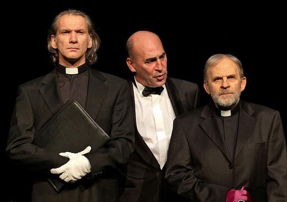 László Zsolt játssza Jean Lemaitre-t, domonkos rendi szerzetest, az inkvizítort. Kulka János Richard de Beauchamp, Warwick grófjának bőrébe bújik.
