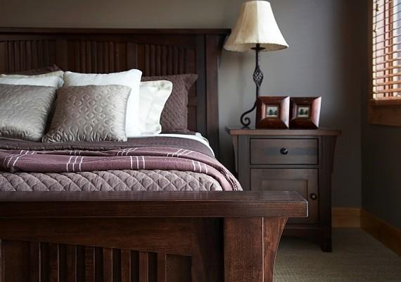 Ha csak egy éjjeliszekrényed van, az rossz ómen. Törekedj arra, hogy ne legyen páratlan tárgy a szobádban - vagy pótold a hiányzó részt, vagy szabadulj meg a magányos darabtól.