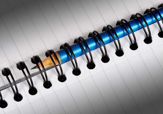 Ha biztos vagy a kiszemelted személyében, írd le a nevét egy papírra, írd mellé a dátumot, amikor szeretnéd, hogy összejöjjetek, és jegyzetelj fel ezek alá mindent, amit kedvelsz a srácban. Minden este olvasd át, és koncentrálj kettőtökre!