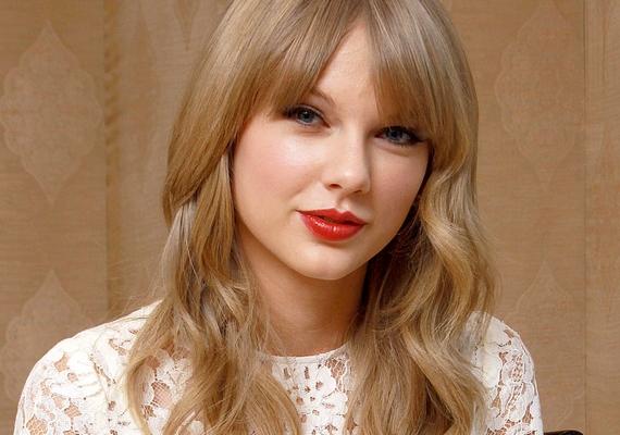 """Taylor Swift szerint fontos, hogy az ember önzetlenül szeressen. """"Úgy gondolom, a viszonzatlan szerelem épp annyira érvényes, mint bármi más. Tisztán és önmagáért szeretsz valakit, nem azért, mert viszonzásra vársz. Érezd jól magad, mert az a fajta ember vagy, aki képes az önzetlen szeretetre. Egy nap találsz valakit, aki pontosan ugyanígy szeret téged."""""""