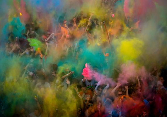 A Sziget Fesztiválon megrendezett Color Party különösen színes és látványos volt a rendezvény szombati napján.