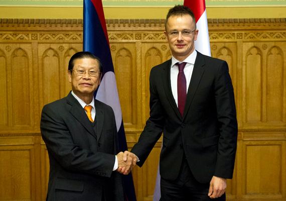 Szijjártó Péter fogadta Somsavat Lengsavad laoszi miniszterelnök-helyettest az Országházban.