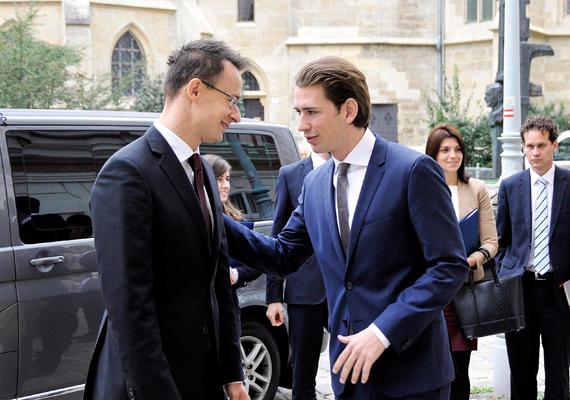 Október 15-én Bécsbe utazott, hogy az osztrák-magyar együttműködésről tárgyaljon Sebastian Kurz osztrák külügyminiszterrel.