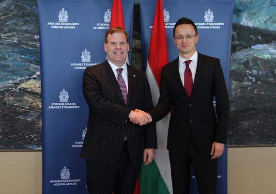 Október 24-én már Ottawában volt, ahol új kanadai befektetésekről és a kétoldalú kereskedelem bővüléséről is tárgyalt John Bairddel, a kanadai diplomácia vezetőjével.