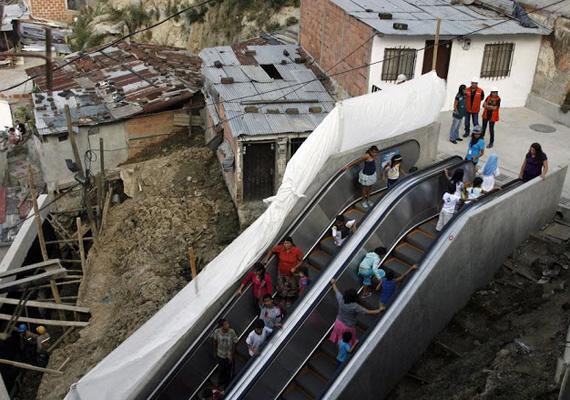 Kolumbia nyomornegyedében építették fel ezt a 384 méteres kültéri mozgólépcsőt, hogy megkönnyítsék az itt lakók életét. A képet Fredy Builes készítette január 12-én.