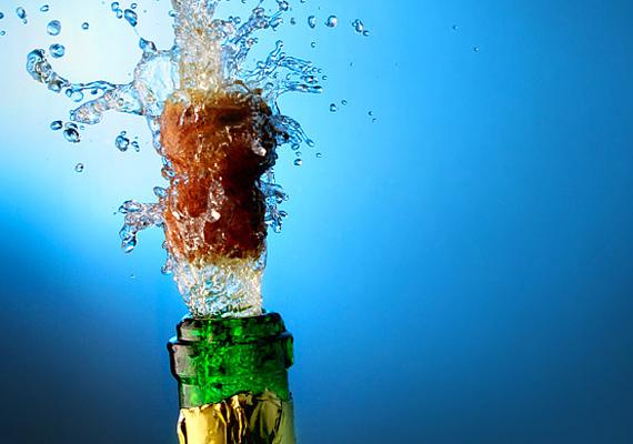 Az éjféli pezsgős koccintás kötelező.
