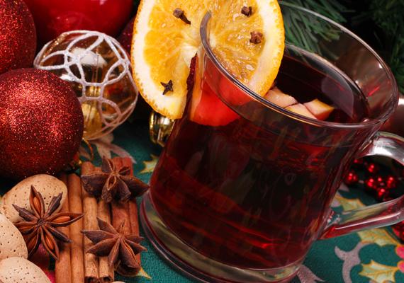 A karácsonyi hangulatot sokan az év utolsó napján is szeretnék megtartani. Zalakaroson kézműves kirakodóvásár, forralt bor és sült gesztenye vár, a bulihangulatról pedig az Irigy Hónaljmirigy gondoskodik.
