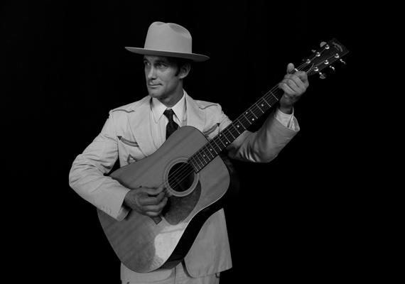 A zenészlegenda Hank Williams 1953 első napján halt meg, 29 évesen. A férfi autóbalesetben vesztette életét, köszönhetően annak, hogy feltehetően drogtúladagolás következtében szívrohamot kapott.