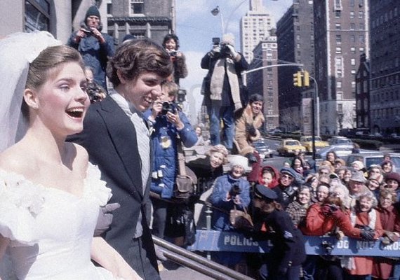 Michael Kennedy, az egykori amerikai elnök unokaöccse, síbalesetben vesztette életét aspeni kiruccanása során 1997. december 31-én. 39 éves volt.