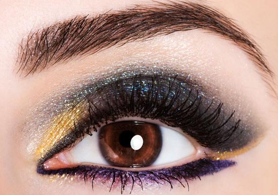 Az arany és az ezüst igazi partiszínek, amiket lila kontúrral még látványosabbá tehetsz. Ezek az árnyalatok a barna szemhez illenek a legjobban.