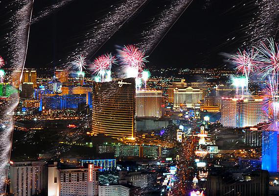Las Vegas fényei már önmagukban is látványosak és hangulatosak, de mindezt felturbózza a szilveszteri őrület.