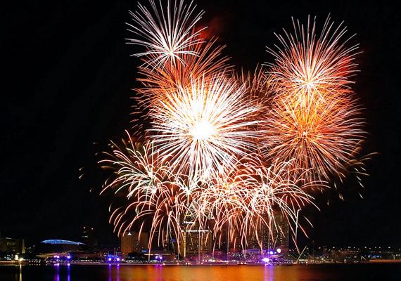 Indonéziában is adnak a megjelenésre, a tűzijátékuk káprázatos.
