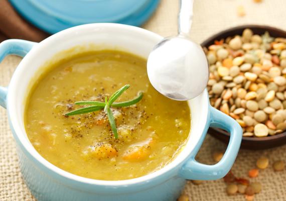 Ha szereted a krémes, forró leveseket, melegítsd át a tested egy csésze finom lencselevessel! Kattints ide a receptért! »