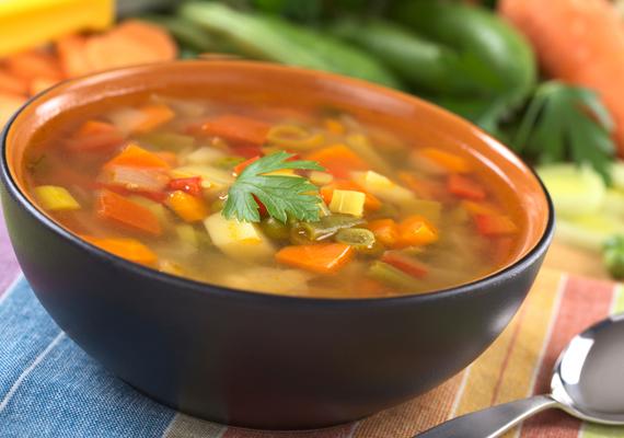 A karácsonyi dőzsölések után nem árt odafigyelni a táplálkozásra. A kilók ellen vesd be a legjobb zsírégető levest. Kattints ide a receptért! »