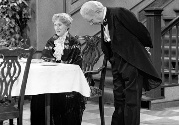 Valamilyen oknál fogva a Dinner for One című angol vígjáték olyannyira a németek kedvence lett, hogy évről évre, már-már hagyományosan levetítik szilveszter éjjel az angol humornak eme gyöngyszemét, és az ország lakossága általában meg is nézi.