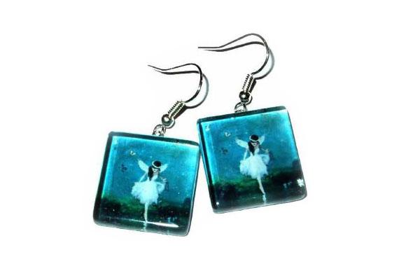 Kék, tündéres üveg fülbevaló a Borsdesigntól, 2500 forint.