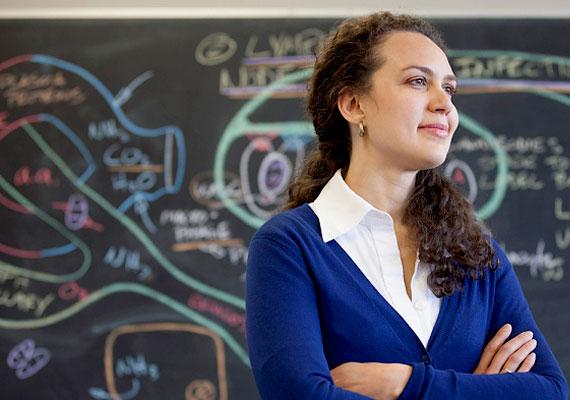 Egy középiskolai tanár bruttó átlagbére 250 ezer forint. Az ő bérük 2500 forinttal emelkedik, ha Varga bejelentése valósággá válik.