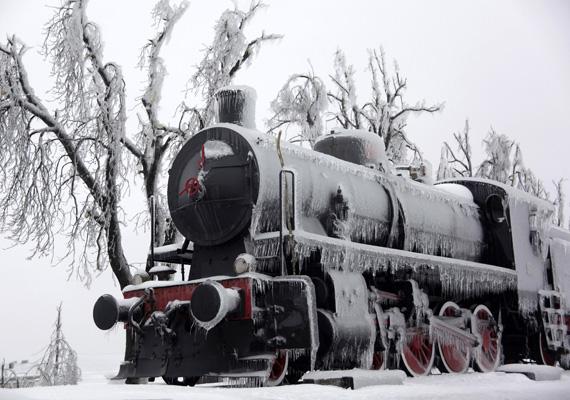 Jéggel borított vonatkocsi február 4-én. A vasúti közlekedést is le kellett állítani.
