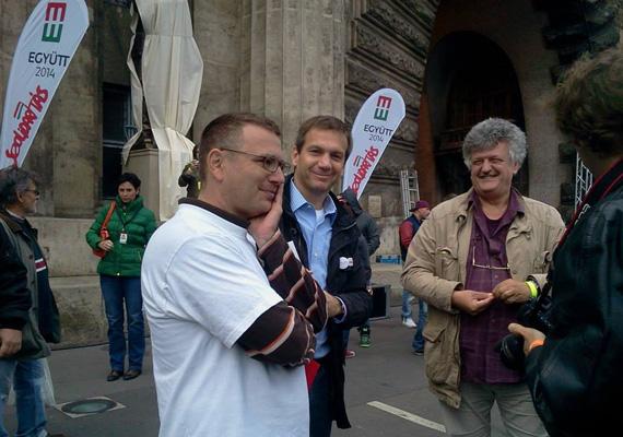 A Szolidaritás vezetője, Kónya Péter és Bajnai Gordon a vasárnapi tüntetés előtt.