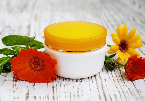 A körömvirágból készült főzet vagy a körömvirágkrém kis mennyiségben tökéletes szőrtelenítés utáni bőrnyugtató.