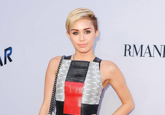 Szintén alkohol- és drogtúladagolás miatt hunyt el Miley Cyrus a hoaxkreálók szerint. Az énekesnő is több alkalommal esett már áldozatául az álhírek terjesztőinek, bár életvitelét tekintve ez a végkifejlet sajnos nem is lenne túl meglepő.