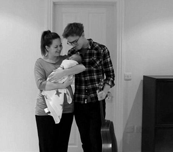 Február 13-án született meg az angol McFly együttes énekes-gitárosának, Tom Fletchernek és feleségének, Giovanna Falconének első kisfia.