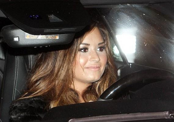Demi Lovato nem sűrűn ül a kormánykerék mögé, de neki is van jogosítványa.