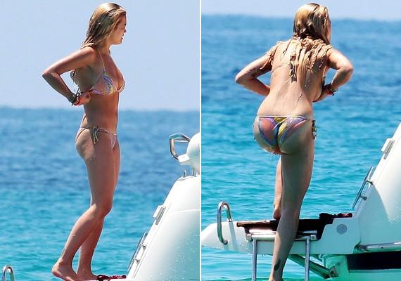 Rita Ora a napokban a barátaival fürdőzött és hajókázott. Ez a bikini talán nem a legjobb választás volt.