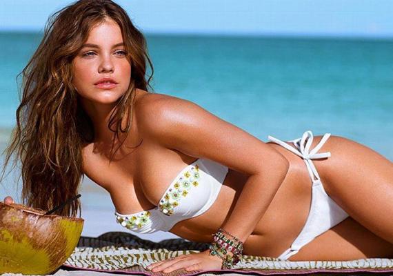 Palvin Barbarát nem a paparazzók kapták lencsevégre, a Victoria's Secret nyári kollekciójának bikinimodellje volt. A fehér fürdőruha remekül kiemeli barna bőrét és világítóan kék szemét.